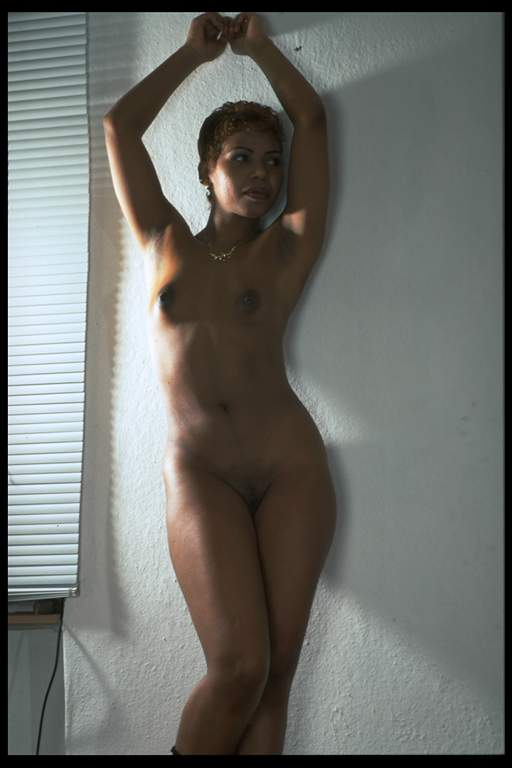 badgirls latin-frau-in-pose.jpg
